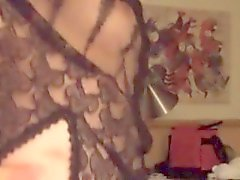 Frun visar upp bröst samt Rakade Fittor