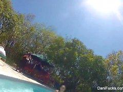 Dani Daniels et Cherie DeVille vont se baigner