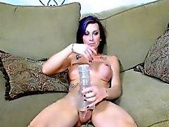 Grosse bite accroché transexuelle