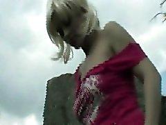 Teen blondi flashers outdoor