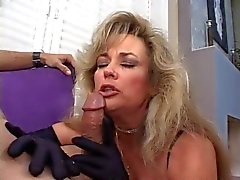 Hot Cougar Anjelica Boquetes Fumar Fox