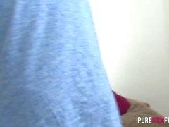 PURE XXX FILMS Chubby Hausfrau bekommt eine warme Creampie
