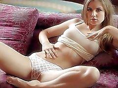 Winzig blondes jugendlich Beauty masturbiert