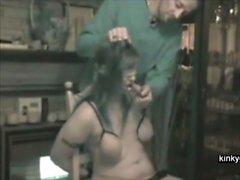 Ordinario mamma trasformato in uno slave mite