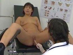 Doktor fickt patientin bis zum orgasmus
