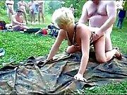 Hot percé Blond extérieur Bareback Gangbang - Creampies