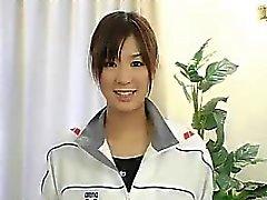 Asiatischen teen trägt einen Badeanzug Ruft Massiere