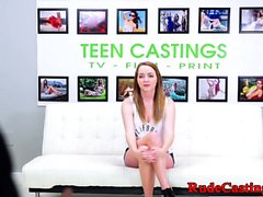 Busty adolescente áspera en casting audición