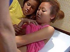 Saori & Saya dusch men inget liknande cum på ansikte thaigirltia.com
