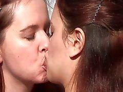 Nasty lesbo pillua ja persettä nuolee