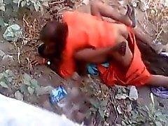 Baba haciendo sexo rápido con el pueblo de mujer mientras que capturados
