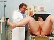 Büyük memeli şişman anne Rosana'nın jinekolog doktor muayenesi