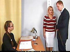 Schokkende naakt sollicitatiegesprek voor rondborstige blonde