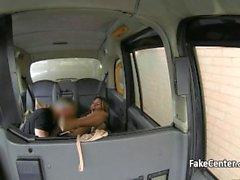 Häpnadsväckande bruden creampied inom taxi