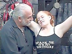 Punapää BBW Kirsten saa hänen fat ass lyöty Master