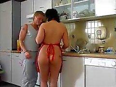 Outra BBW -cozinha cutucando