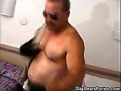 Muscled Gay Bear masturboi Yhtenäiset
