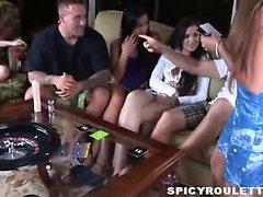 Tanner de Mayes Alexis de Capri de jouer Sex de Roulette avec