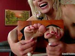 Sandra Tied et Tickled 16