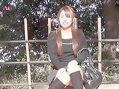 Asiatisk slampa filmade upskirt
