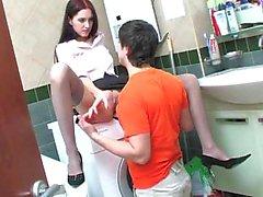 Russische Ehepaar Anal Sex im Badezimmer