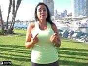 MILF Simone Garza fitta är redo för ett träningspass
