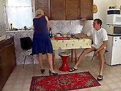 Moeder in de keuken