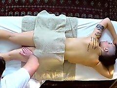 Aivan juonikas spa aiheesta viehättävä hieroja