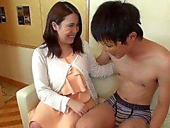 Seins Sana japonais l'avale de sperme