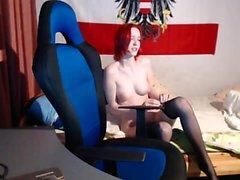 Redhead Teen DPd av Big Black Cocks
