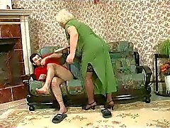 Blonde Grannie - punition se transforme rapports sexuels