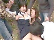 Cute brud behandlades som i hora för en grupp av horny pojke