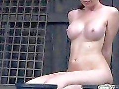 Ange de Caged obtient un fouet pour son lisses wazoo