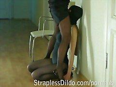 Maskerad könsbestämmer doll till ett ladykontor