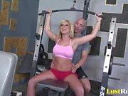 Esittäminen Body Workout kanssa upea Ahryan Astyn