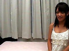 Menina Japanese consideravelmente