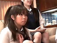 Neljään Suloinen japanilainen tytöt tutkia heidän