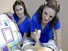 Las enfermeras universitarios quieren estos chicos esperma para análisis