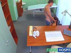 FakeHospital Sexy hemşire iki doktorlar oğlu boşalmak hale getirir