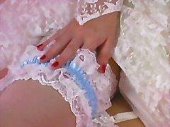 Um Tease Erótico 001 -A Noiva Brunette Tiras Fora de seu vestido