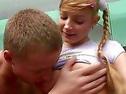Junge Amateur blonde verloren ihre Jungfräulichkeit zu