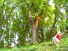 Avrupa dan Natasha kız orman