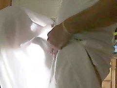 La toga parti va fuori controllo e finisce in intense orgia