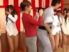 Hotties orientali nella strani spettacolo di gioco asian