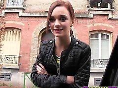 Franska Amatörsex och brunett Lea Guerlin blir knullad av stran