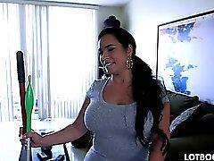 Cul rond aux gros seins servante Cuban Destinée se fait brancher