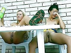 Plassen Pissing lesbische meisjes Sex Movies