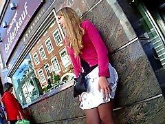 Hot Girl Untern Rock geschaut Voyeure Nizza kleide Beine Bushalte