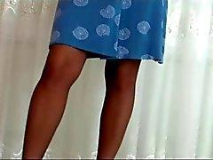 Milf ALA teases sukkahousut & kannoilla