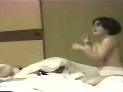 Japanische Teenager wird von Lesben geleckt